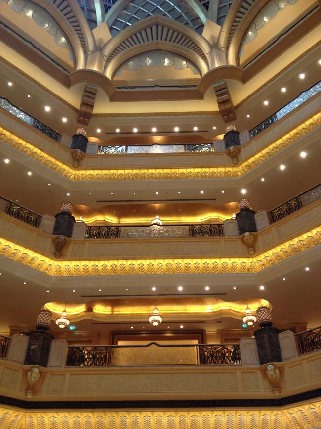 Στο εσωτερικό του Emirates Hotel