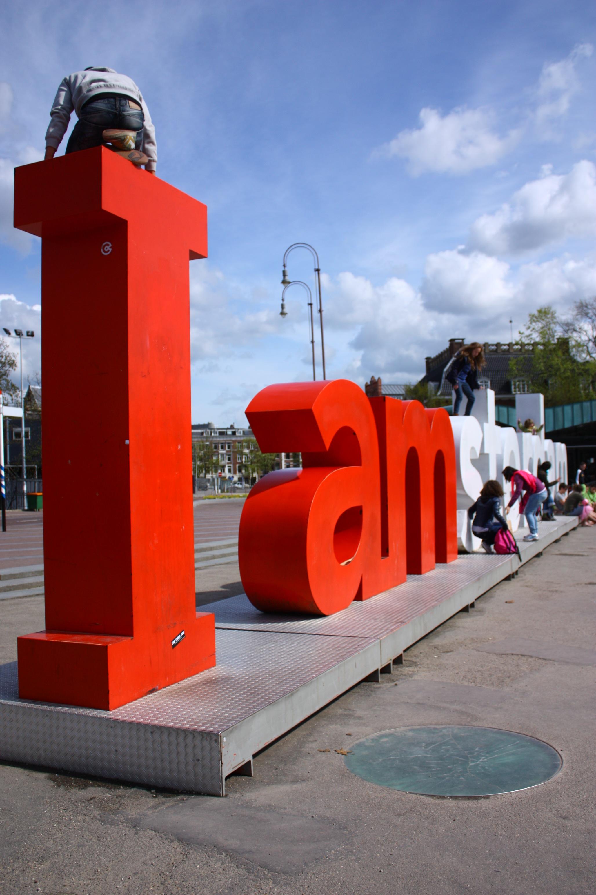 Το διάσημο I amsterdam! Σε προκαλώ να ανέβεις πάνω στα γράμματα!