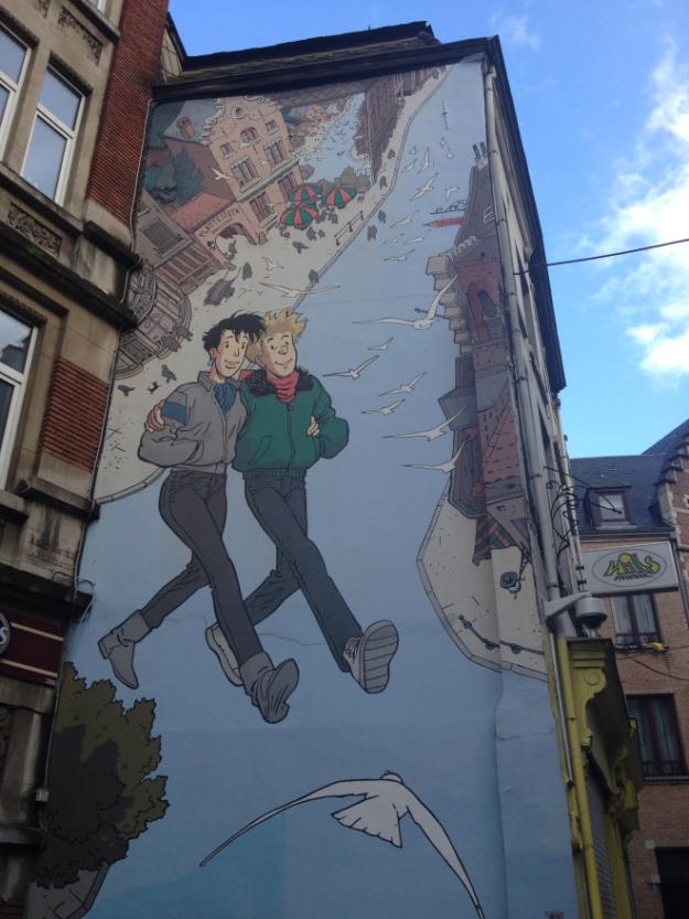 Γκράφιτι που έχει λογοκριθεί γιατί δεν είναι ξεκάθαρο ότι πρόκειται για αγόρι-κορίτσι. Ενδέχεται να είναι αγόρι-αγόρι.